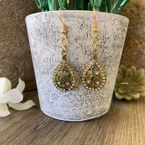 Jewelry - Gorgeous New Crystal Earrings